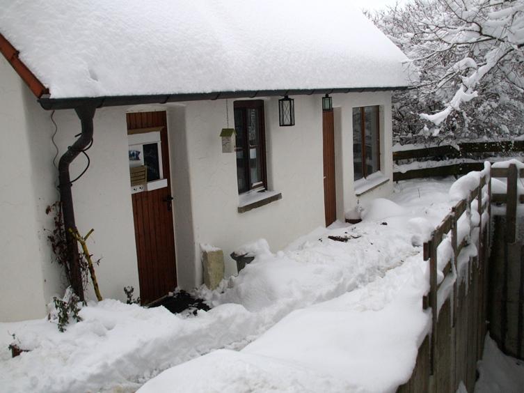 Pfeifferhof Backhaus; zum Jahresende 2014 hat uns der Winter mit Schnee und Frost voll im Griff