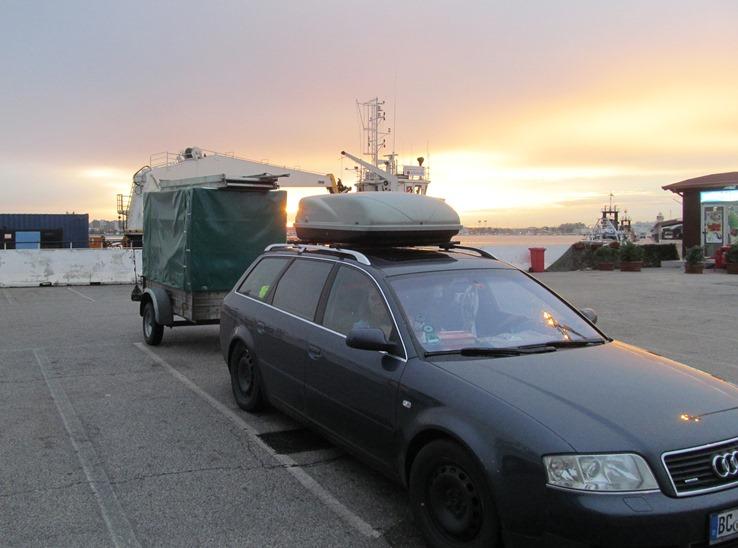 """""""Gespann"""" - Sonnenuntergang als wir den Hafen von Bari (Süd-Italien) erreicht haben"""