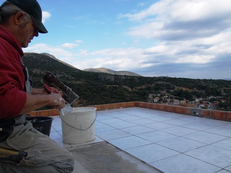 Fliesen sind der Garant dass die Flachdächer in Griechenland dicht bleiben