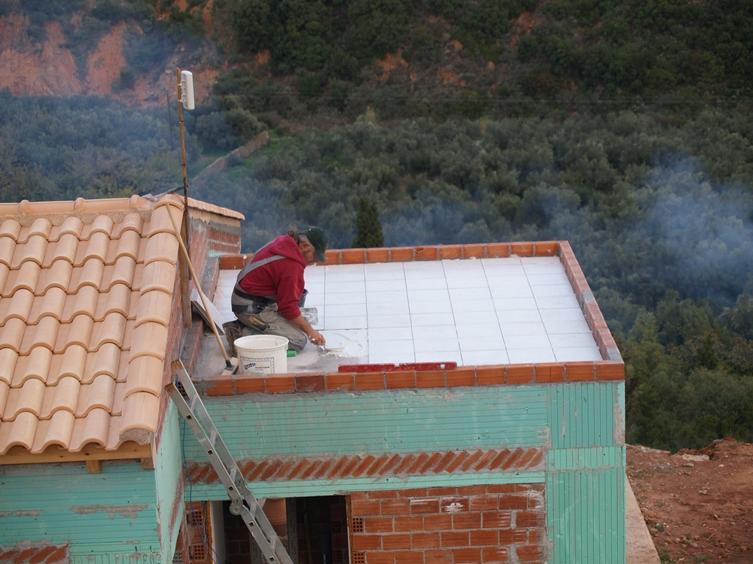 Fugen noch verfüllen, dann kann die Warmwasser Solar Anlage installiert werden