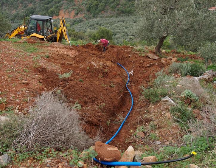 damit Frischwasser ins Haus kommt sind 70 mtr Graben und Leitung von der Grundstücksgrenze notwendig