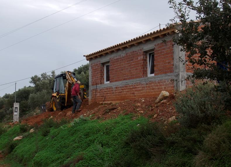 das kleine Haus (oder die Garage) sind nun mit Wasser und Strom versorgt
