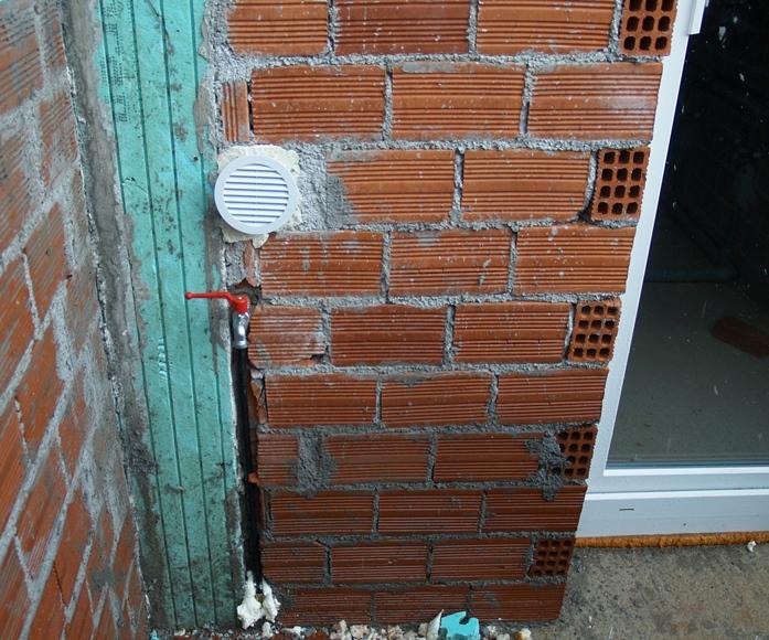 Wasserleitungen bis zur Aussenwand am Bad und Atelier sind fertig