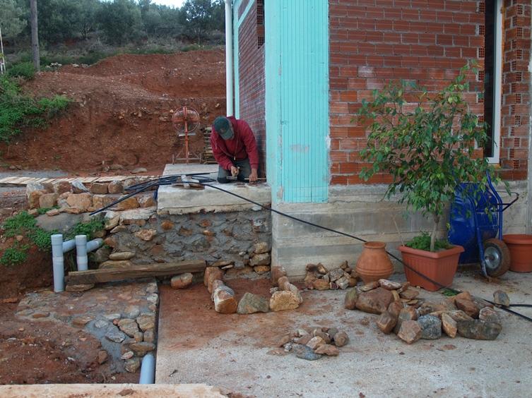 Wasserleitungszugang zum Haus wird vorbereitet