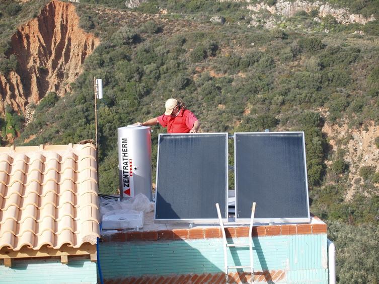 """und dann danach """"n´auf auf´s Dach"""" und die Solar Panels für das Warmwasser montiert"""