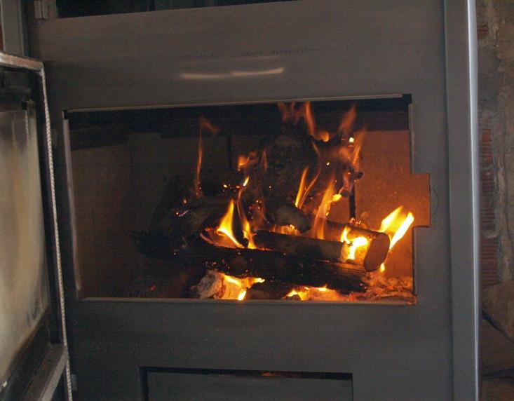 und am Abend genießen wir die Wärme am Syrios Kaminfeuer Ofen