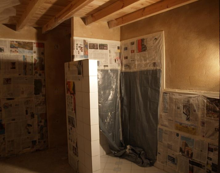 Blick zur Dusche und ganz  rechts kommt das WC, fertig zum Malern wenn der Naturputz trocken ist