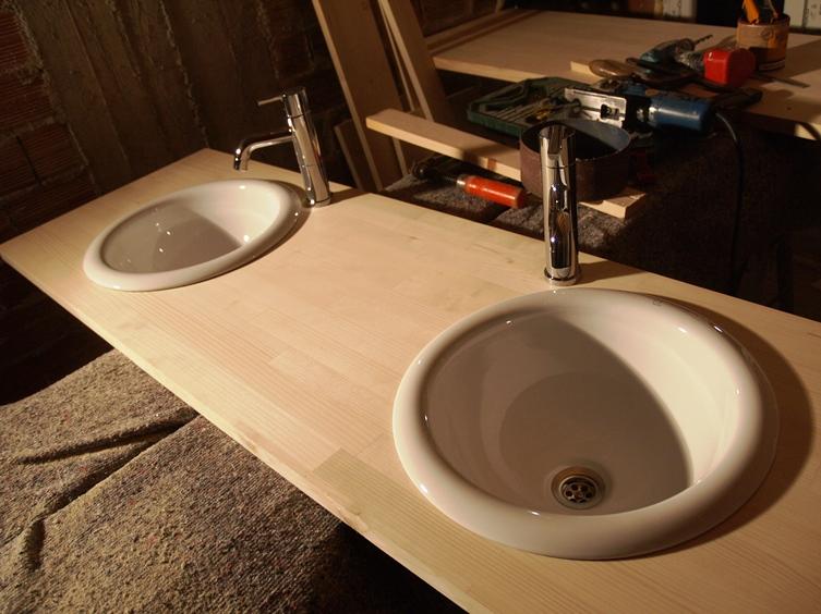 Not macht erfinderisch, mit nur wenig Geld basteln wir einen Waschtisch mit 2 Waschbecken