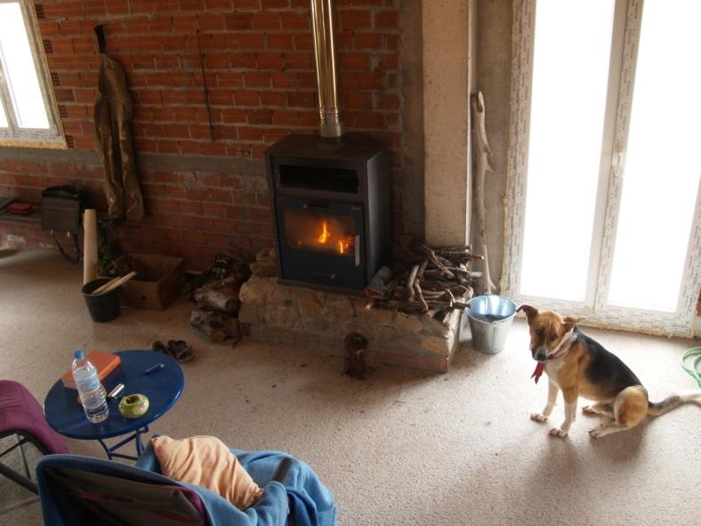 zur Zeit müssen wir wieder Nachmittags schon ein Feuer machen so kalt ist es gewesen