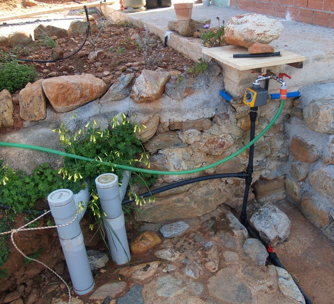 alle Bewässerungsanlagen sind Einsatzbereit und hier kann man komfortabel die Wohnwagen Toilette entleeren und reinigen