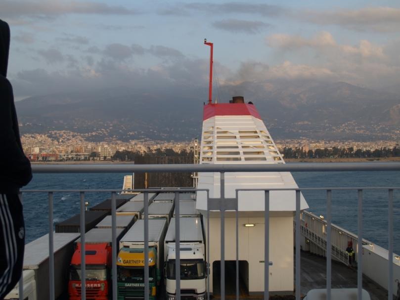 Montag 23. März 2015 kurz nach 18:00 Uhr OEZ - der letzte Blick auf die Peloponnes