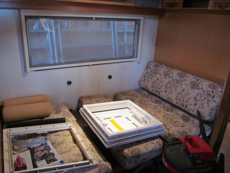 großse Sitzbank (hier liegen noch die neuen Dachfenster)